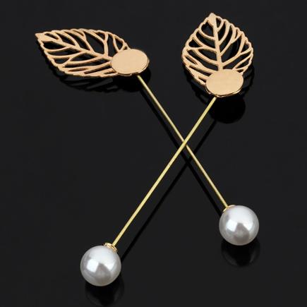 Cadru brosa aurie frunza pin perla lungime 9cm cabochon rotund 10mm