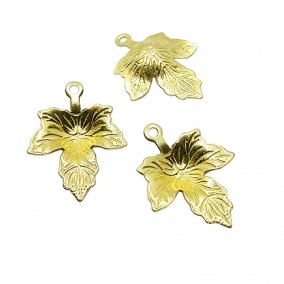 Accesorii aurii charm frunza vita de vie 15x12mm