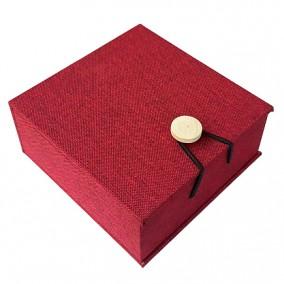 Cutie cadou bratara lemn in rosu 10x10x4cm