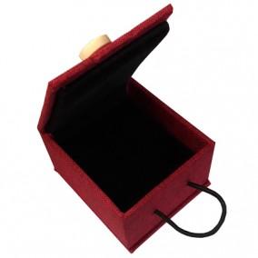 Cutie cadou inel lemn in rosu 7x6x4cm