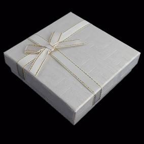 Cutie cadou set bijuterii labirint alb 9x9x3cm