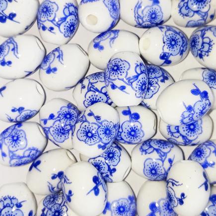 Margele ovale din portelan 10x8mm imprimeu flori albastre