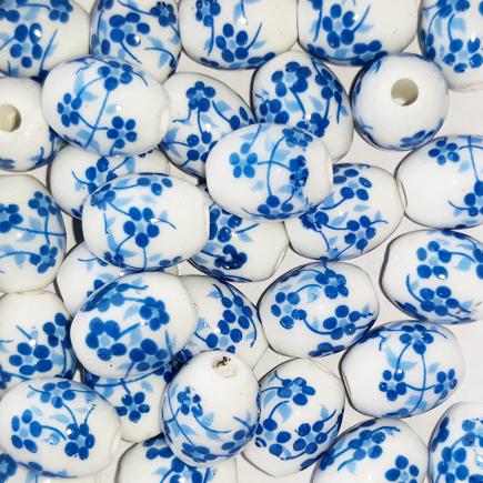 Margele ovale din portelan 10x8mm imprimeu flori mici albastre