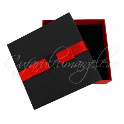 Cutie set bijuterii rosu si negru 9x9x3cm
