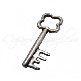 Charm argintiu cheie 35x10 mm