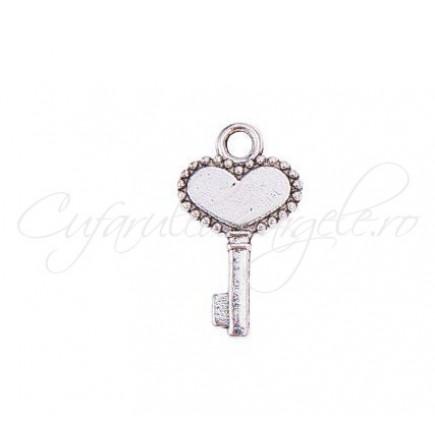 Charm argintiu cheie inima 12x10mm