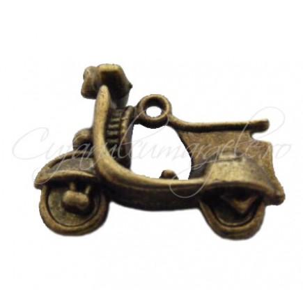 Charm bronz scuter 22x17 mm