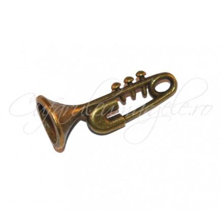 Charm bronz trompeta 24x10 mm