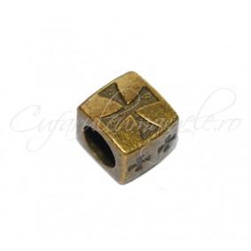 Margele metalice bronz cub crucea malteza 10x8x8 mm