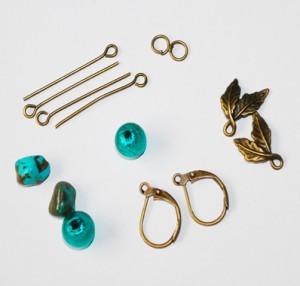 Materiale necesare confectionare cercei verzi cu accesorii bronz